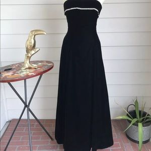 Jessica McClintock Black Velvet Strapless dress